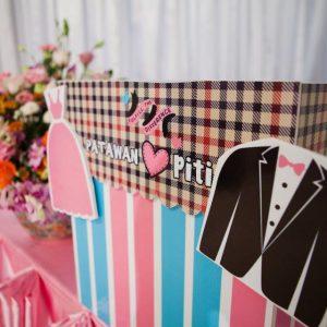 กล่องใส่ซองงานแต่งงาน วัสดุ: สติ๊กเกอร์พิมพ์พร้อมแร็ปกล่อง [หจก.ยู่อี่การพิมพ์]